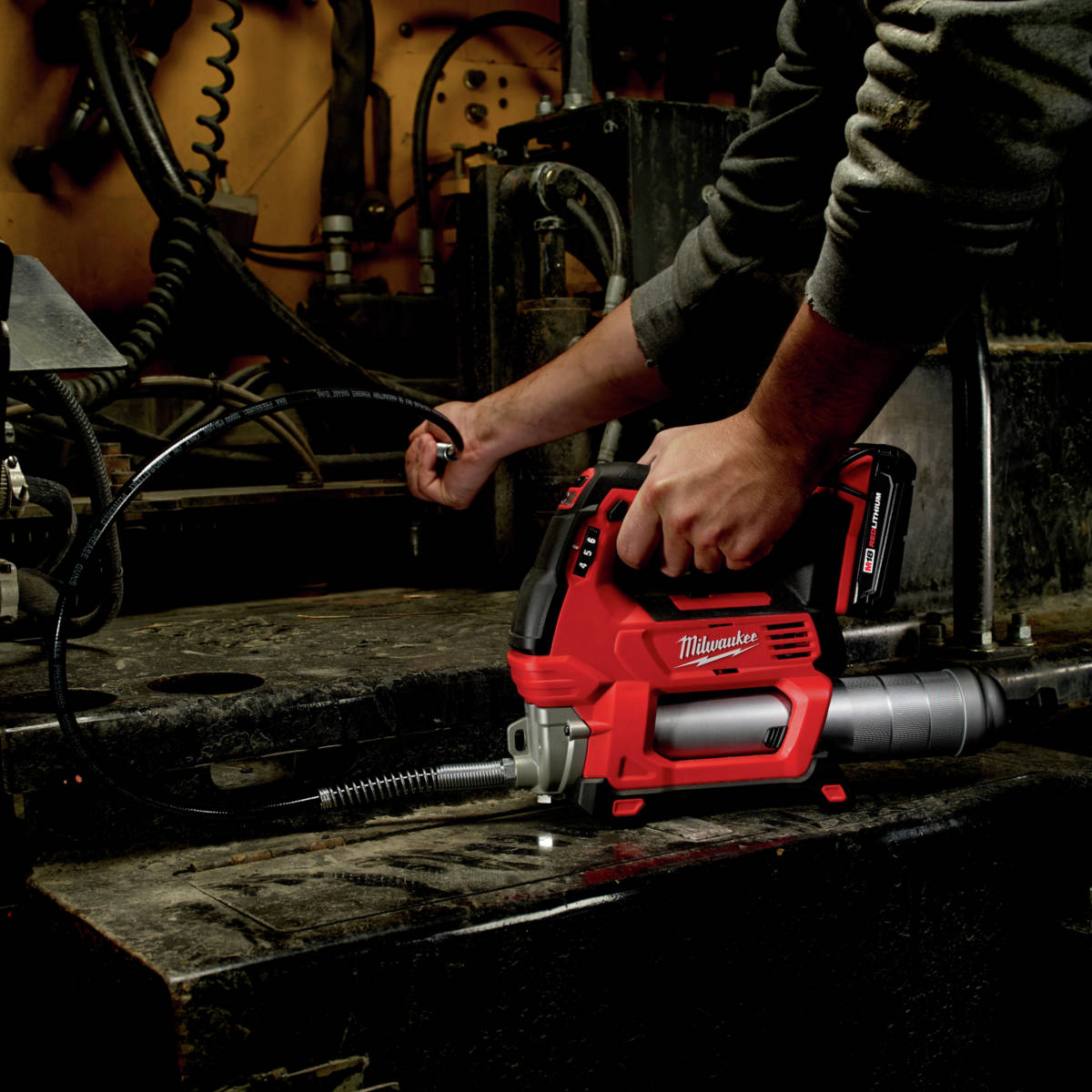 Milwaukee M18 Lithium-Ion 2-Speed Cordless Grease Gun provides industry leading 10,000 PSI max operating pressure