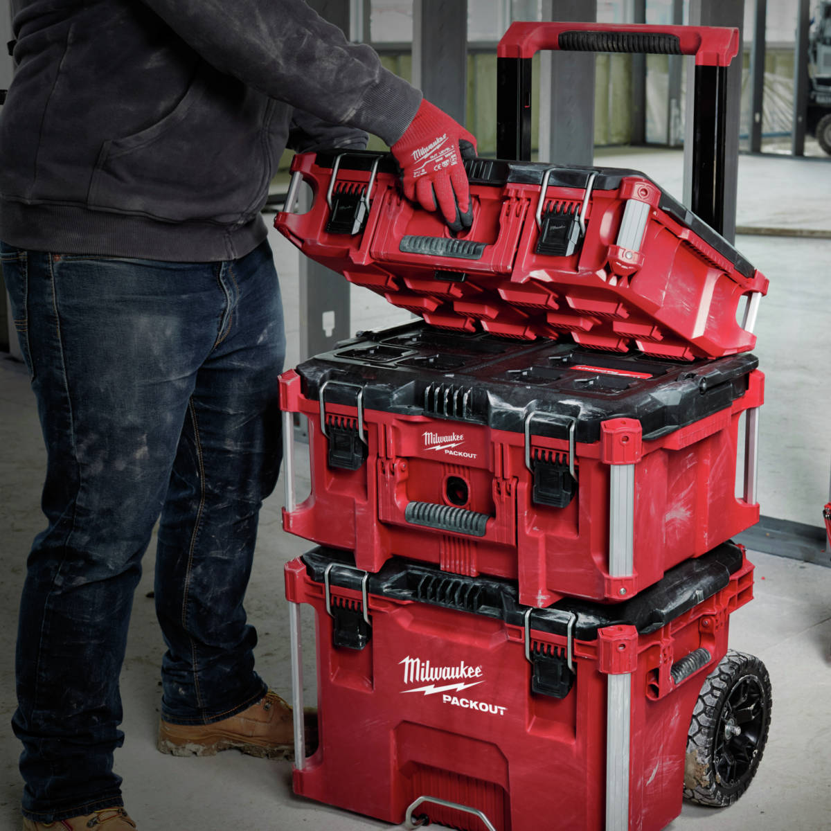 Milwaukee PACKOUT Rolling Tool Box connects to all PACKOUT components