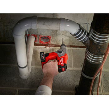 Milwaukee 2416-21XC M12 FUEL 4.0 Ah Cordless Lithium-Ion 5/8 in. SDS Plus Rotary Hammer Kit image number 7