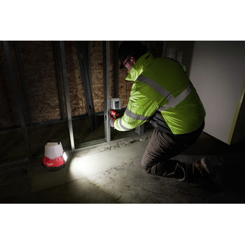 Milwaukee 2144-20 M18 RADIUS Compact Site Light with Flood Mode (Tool Only) image number 4