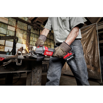 Milwaukee 2980-21 M18 FUEL 4-1/2 in. - 6 in. Braking Grinder Kit with No-Lock Paddle Switch & (1) 6 Ah Li-Ion Battery image number 7
