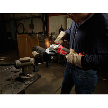 Milwaukee 2780-21 M18 FUEL Cordless 4-1/2 in. - 5 in. Paddle Switch Grinder with REDLITHIUM Battery image number 6