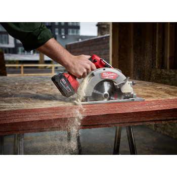 Factory Reconditioned Milwaukee 2731-80 M18 FUEL Cordless Lithium-Ion 7-1/4 in. Circular Saw (Tool Only) image number 3