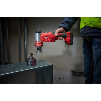 Milwaukee 2677-21 M18 Force Logic Cordless Lithium-Ion 6T 1/2 in. - 2 in. Knockout Tool Kit image number 4