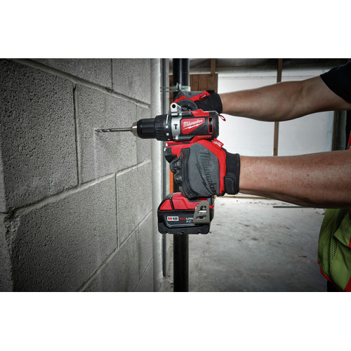 Milwaukee 2902-22 M18 Lithium-Ion Brushless 1/2 in. Cordless Hammer Drill Kit (4 Ah) image number 4