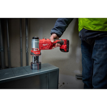 Milwaukee 2677-21 M18 Force Logic Cordless Lithium-Ion 6T 1/2 in. - 2 in. Knockout Tool Kit image number 5