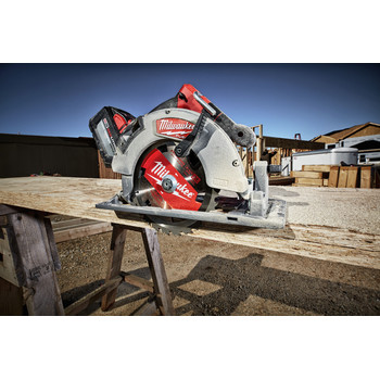 Milwaukee 2732-21HD M18 FUEL 7-1/4 in. Circular Saw Kit image number 4