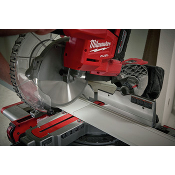 Factory Reconditioned Milwaukee 2734-81HD M18 FUEL 9.0 Ah Cordless Lithium-Ion 10 in. Dual Bevel Sliding Compound Miter Saw image number 9