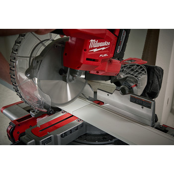 Factory Reconditioned Milwaukee 2734-81HD M18 FUEL 9.0 Ah Cordless Lithium-Ion 10 in. Dual Bevel Sliding Compound Miter Saw image number 3
