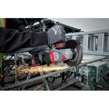 Milwaukee 2980-21 M18 FUEL 4-1/2 in. - 6 in. Braking Grinder Kit with No-Lock Paddle Switch & (1) 6 Ah Li-Ion Battery image number 11