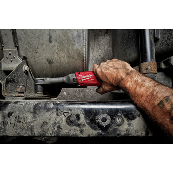 Milwaukee 2560-21 M12 FUEL Cordless Lithium-Ion 3/8 in. 2.0 Ah Extended Reach Ratchet Kit image number 3