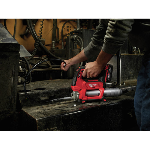 Milwaukee 2646-22CT M18 18V Cordless Lithium-Ion 2-Speed Grease Gun with 2 Batteries image number 9