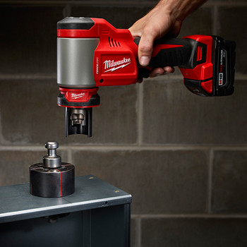 Milwaukee 2676-22 M18 FORCE LOGIC Cordless Lithium-Ion High Capacity Knockout Kit with EXACT 1/2 - 2 in. Knockout Set image number 4