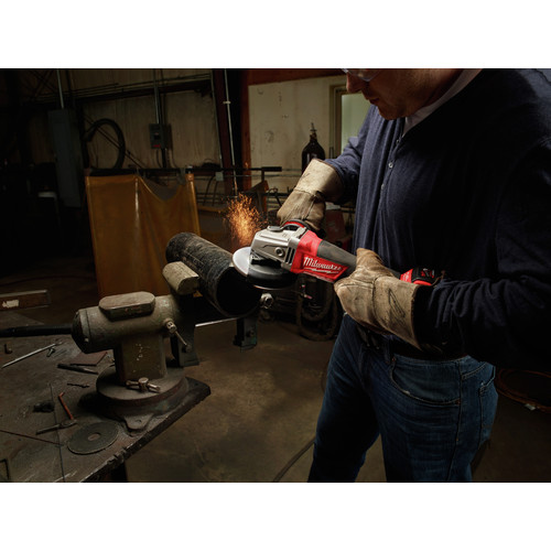 Milwaukee 2780-22 M18 FUEL 4-1/2 in. - 5 in. Paddle Switch Grinder with 2 REDLITHIUM Batteries image number 7