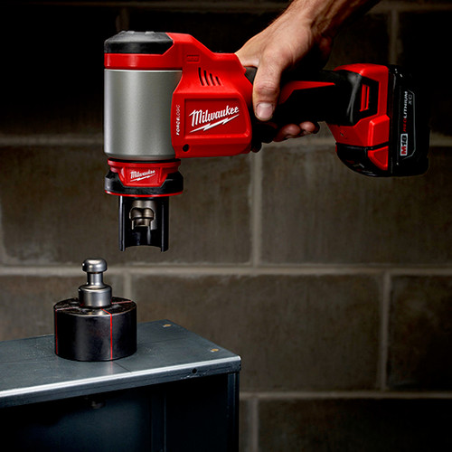 Milwaukee 2676-23 M18 FORCE LOGIC Cordless Lithium-Ion High Capacity Knockout Kit with EXACT 1/2 - 4 in. Knockout Set image number 5