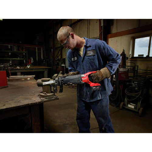 Milwaukee 2720-22 M18 FUEL Cordless Sawzall Reciprocating Saw with 2 REDLITHIUM Batteries image number 5