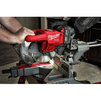 Milwaukee 2733-21 M18 FUEL 7-1/4 in. Dual Bevel Sliding Compound Miter Saw Kit image number 3