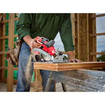 Factory Reconditioned Milwaukee 2731-80 M18 FUEL Cordless Lithium-Ion 7-1/4 in. Circular Saw (Tool Only) image number 2