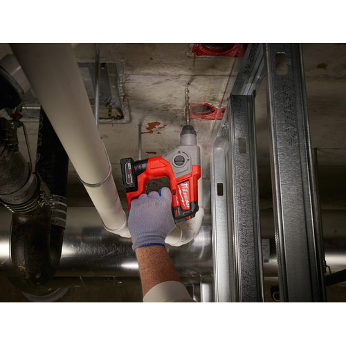 Milwaukee 2416-21XC M12 FUEL 4.0 Ah Cordless Lithium-Ion 5/8 in. SDS Plus Rotary Hammer Kit image number 6
