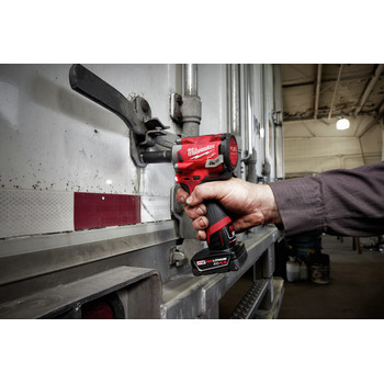 Milwaukee 2555-22 M12 FUEL Stubby 1/2 in. Impact Wrench with Friction Ring Kit image number 9