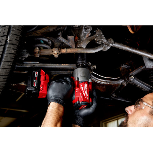 Milwaukee 2767-22 M18 FUEL High Torque 1/2 in. Impact Wrench with Friction Ring (Kit) image number 4