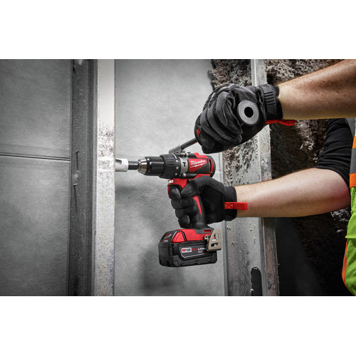 Milwaukee 2902-22 M18 Lithium-Ion Brushless 1/2 in. Cordless Hammer Drill Kit (4 Ah) image number 3